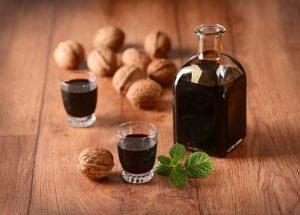 Чем полезно применение настойки грецкого ореха?